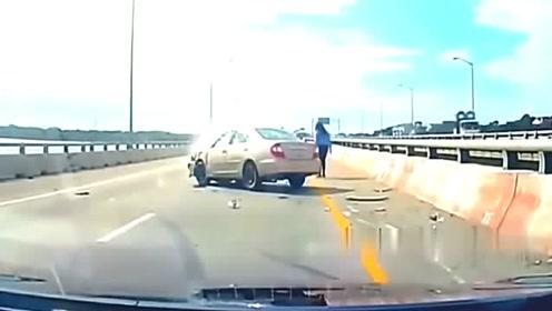 在高速上变道,没有看清楚距离超车