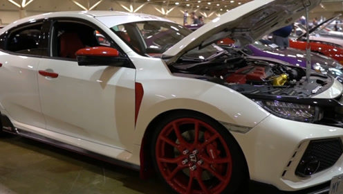 二手车市场看到一台18款思域,一看红色车标没敢问价钱!