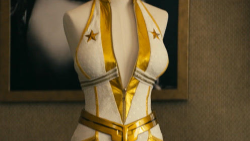 女孩被选为超级英雄,却发现必须穿这种战斗服,顿时不想当了!