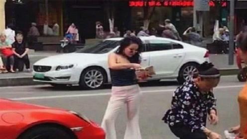 重庆保时捷女,出门买菜都打扮这么时尚,站姿硬气,不一般