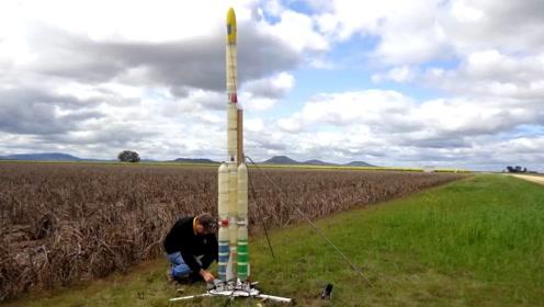 用废弃塑料瓶打造的火箭,用水做动力,能飞246米