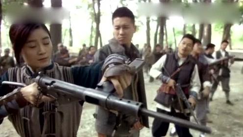 金花让金戈教冲锋枪 金戈却拒绝 金花拿起枪吓趴所有人真逗