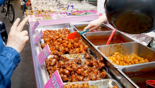 韩国大姐在街头专卖炸鸡,生意爆火!