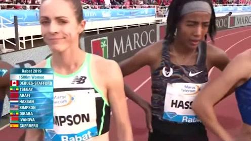 日本美女跑马拉松,谁知起跑时发生尴尬一幕,还被全场观众看到了