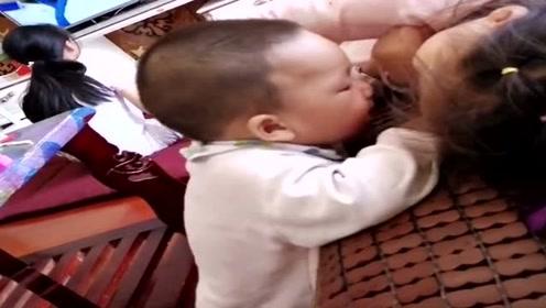 儿子被姐姐带,眼前一幕,真是让人哭笑不得!