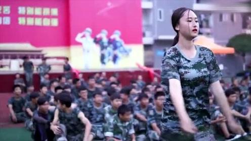 自古军训出人才,现在军训都流行跳舞了,没点才艺都不敢军训了