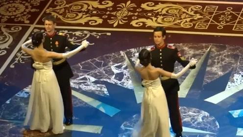 战斗民族别样的风采,中国游客在俄罗斯圣彼得堡欣赏歌剧表演