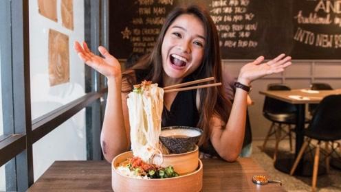 越南这家餐厅火了!筷子悬在空中不掉,中国游客:感觉被骗了!