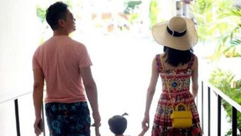 偶遇刘强东一家三口逛街,章泽天牵着女儿小手幸福美满