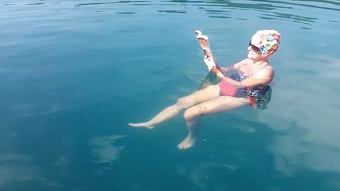 """钓鱼神器!老外发明""""漂浮裤子"""",能稳稳坐在水中"""
