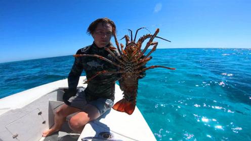 小哥潜入海底捕大龙虾,上岸直接烤着吃,这烹饪方法让人拍案叫绝