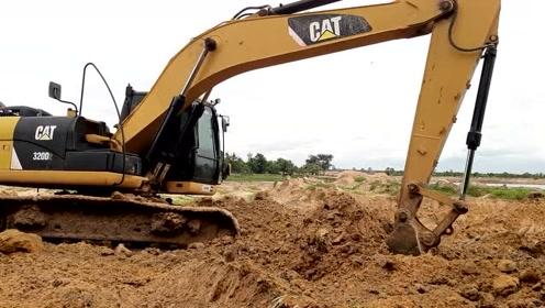 CAT320D2挖掘机