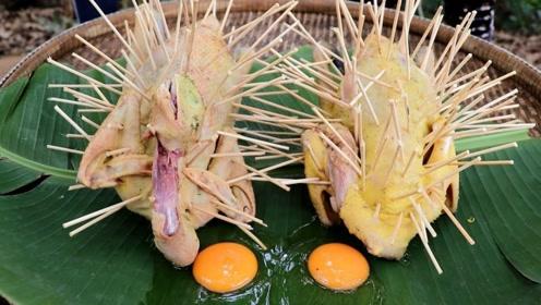 小姐姐把2只鸡插满牙签,直接放进油锅,过了半个小时不够分