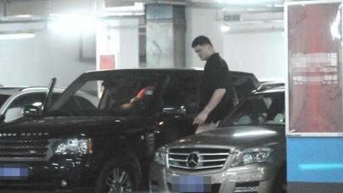 2米26的姚明出行座驾是这辆车,内饰富丽堂皇,堪比移动皇宫!