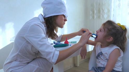 小萌娃超爱吃糖,妈妈带她去看牙医,小萝莉却撒谎藏了起来!
