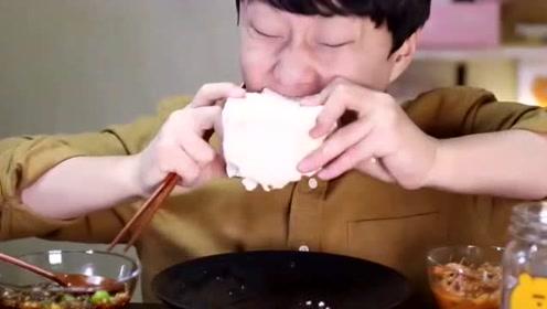 大胃王拿起豆腐就是啃,生豆腐还能直接吃?
