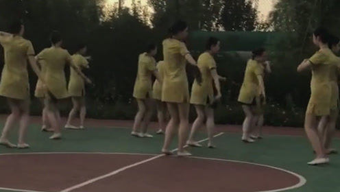 换上小姐姐们跳舞 这回小伙子们也不说打篮球了