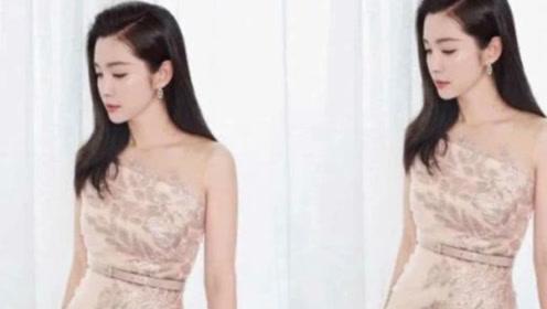 气质美女李冰冰一袭白色抹胸长裙 宛如24岁少女