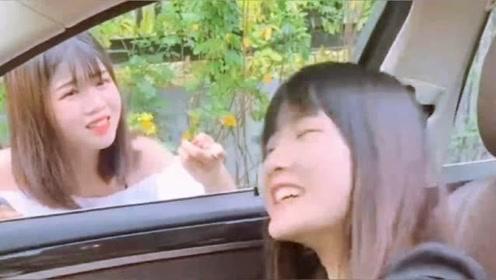 老婆车外涂口红,姐姐却在车内拼命摇,老公很尴尬