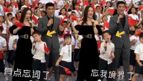 """杜江霍思燕带儿子路演,嗯哼唱歌陶醉,中途忘词上演""""滥竽充数"""""""