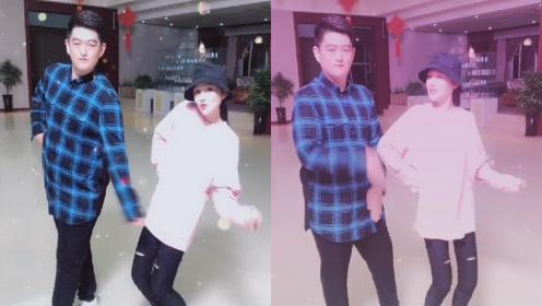 赵本山儿女合体跳舞庆中秋,牛牛动作僵硬颇有爸爸《卖拐》气势