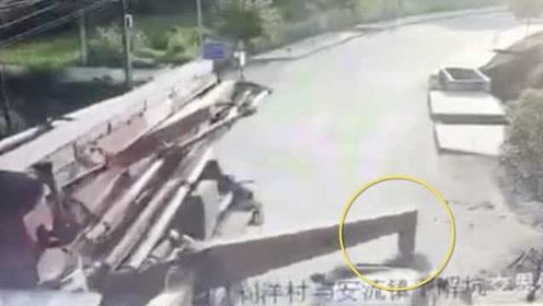 惊险!小车遭重型工程车爆头:伸缩支腿未收起