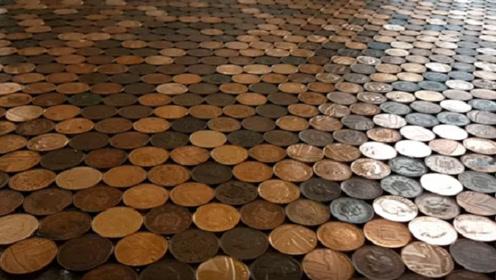 小伙用70000枚硬币铺成地板,6年后彻底崩溃,这差距太大了