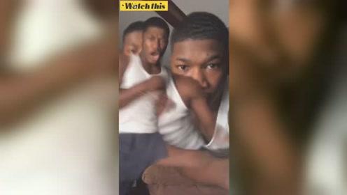 """黑人小伙拍视频被""""拖影滤镜""""吓出猪叫 网友:不太聪明的亚子"""