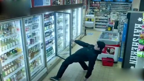 醉酒男买啤酒,这腰不是一般厉害