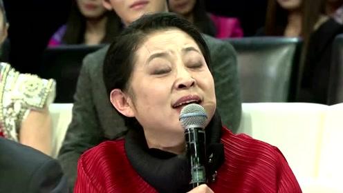 60岁倪萍一身潮牌上节目却吐槽不断,网友直呼:瘦成锥子脸了