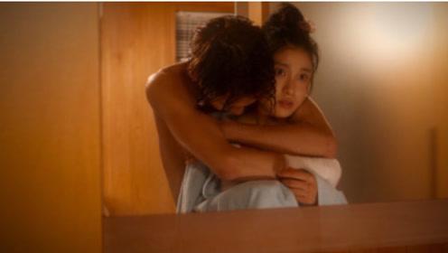 哥哥打算洗澡,漂亮假妹妹跌入浴缸,哥哥抱着假妹妹不放手