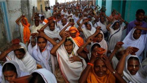 """印度著名的""""寡妇村"""",居住1.5万位寡妇,为生活费不择手段"""