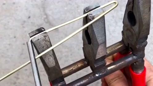 民间牛人发明的钳子,三合一的创意,用起来有很多的用处!