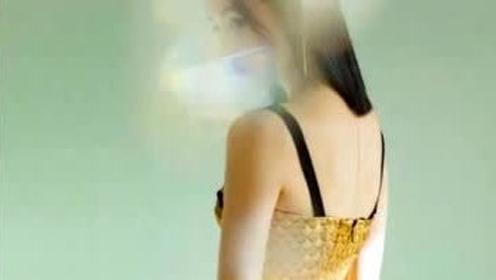 """18岁张子枫终于""""放开了"""",高中生穿黑金色背带裙,看完真服了"""