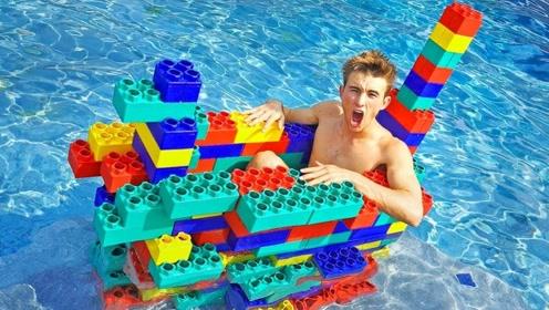 国外小哥用乐高积木搭出一艘小船,放到水里就烦了,网友:太奇葩