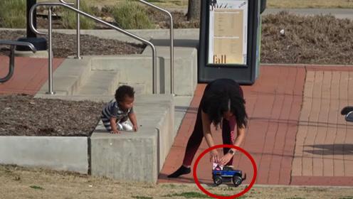 小伙拿遥控车要到姑娘电话,有人开真车还是单身,套路无敌!