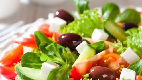 喉咙冒烟、过敏性鼻炎,喝水没用?2种食物提前吃,预防流鼻涕