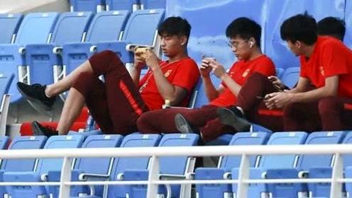 揭秘郭田雨遭重罚原因:坐在足协主席身前跷二郎腿打游戏