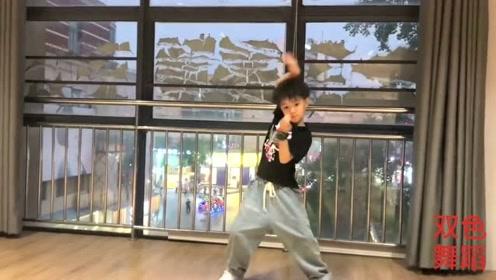 6岁儿子靠这段舞蹈赚了十万,大家觉得怎么样?