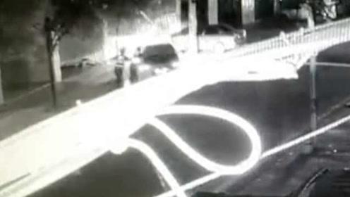 惊魂!司机为逃避酒驾检查,竟来回拖拽民警7米