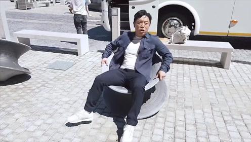 黄渤玩陀螺旋转椅