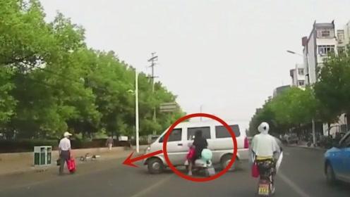 面包车司机心太急了,幸亏及时刹车,不然电动车女子就悲剧了
