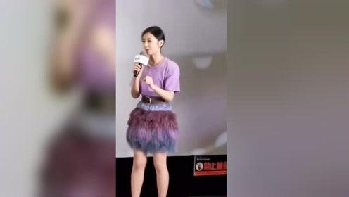 鬼马少女张子枫,紫色公主穿搭,你真的太美啦