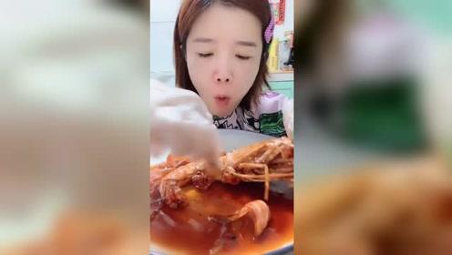 来个超大的大虾!大虾很是馋人啊!虾肉真香!网友:想吃虾
