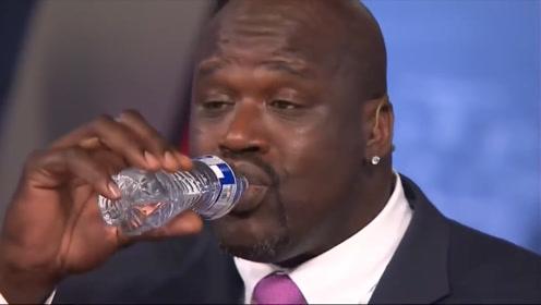 """扣爆篮筐的""""大鲨鱼""""奥尼尔,到底有多巨大?喝水像在喝口服液!"""