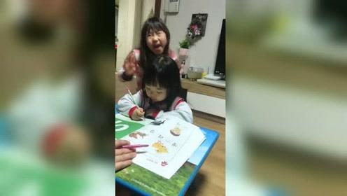 中国姑娘远嫁韩国的生活,一家人看着她写作业,小女孩太难了