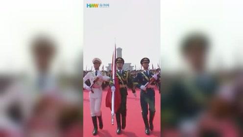 海外网记者50秒带你看最帅战士方阵行进!