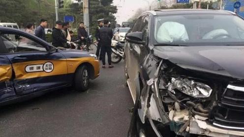开车不小心撞了出租车,应该赔误工费吗?该如何去赔?你知道吗