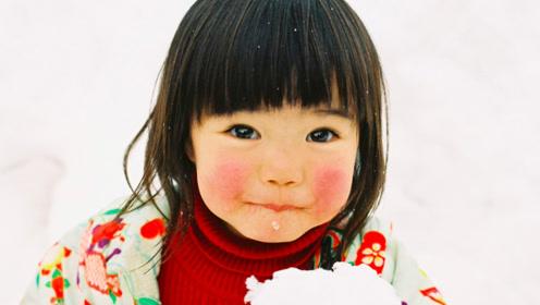 他把2岁女孩拍成爆红小萝莉,写真卖10万本,可爱到让人想生娃