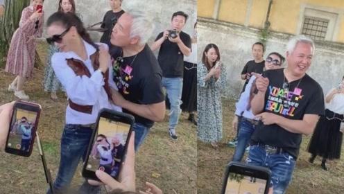 张庭被老公献吻一脸嫌弃的躲开?画面太尴尬